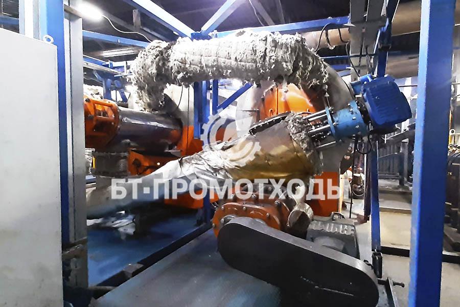 Перегружной конвейер для транспортировки отходов в реактор